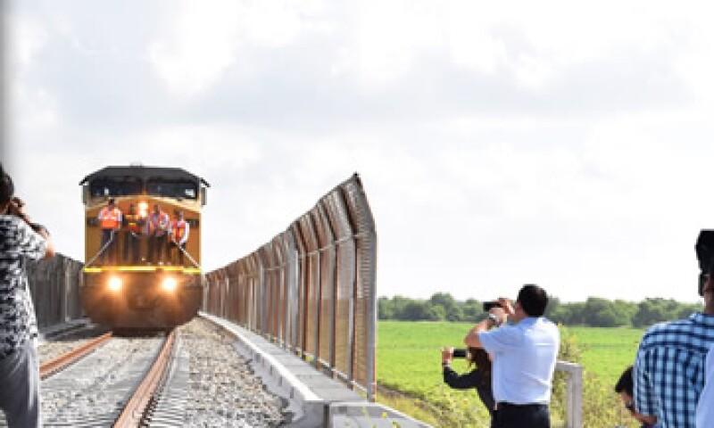 El puente permitirá 14 cruces diarios de trenes de mercancías. (Foto: http://matamoros.gob.mx )
