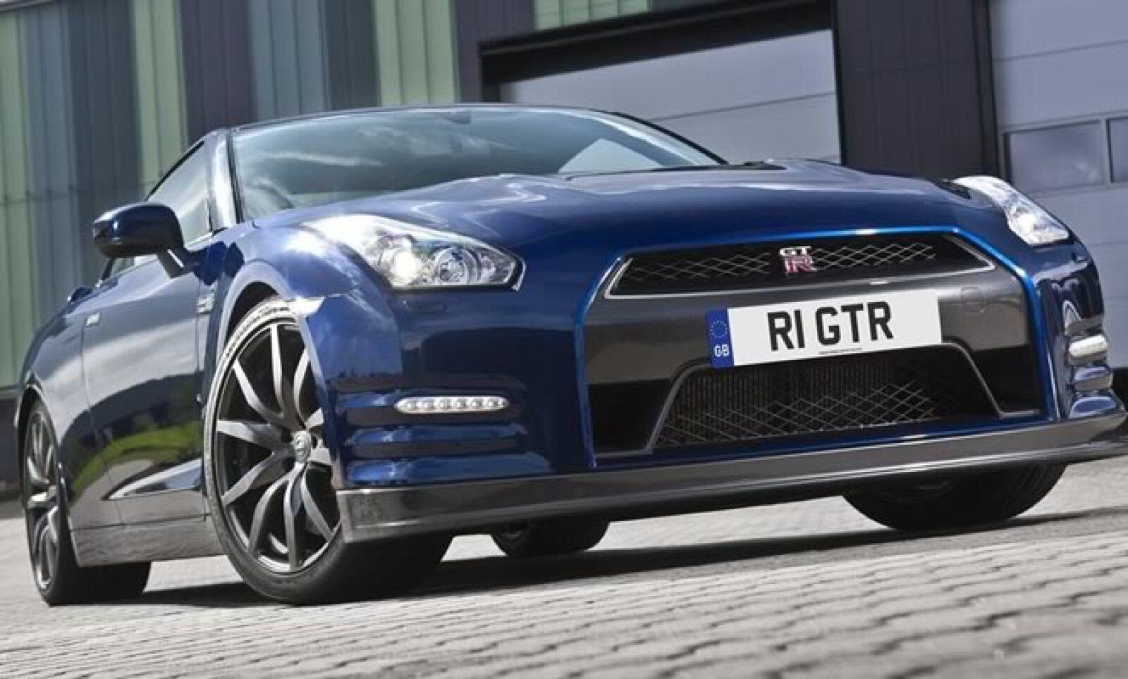 La firma japonesa presentó la nueva versión de su súper deportivo GT-R, con la etiqueta de ser un vehículo de alta velocidad y seguridad al manejar.