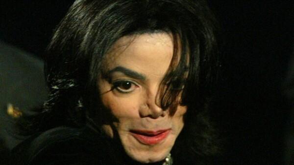 A casi tres años de la muerte del rey del pop, Kimberly Griggs, quien dice haber sido novia del artista en 1979, demandó a la compañía del cantante por un billón de dólares por daños y perjuicios.