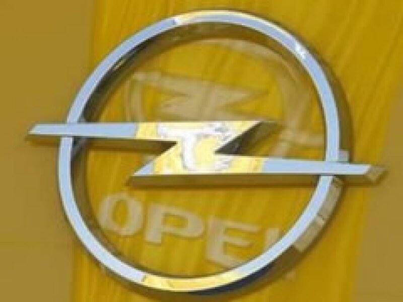 Los gobiernos de Alemania y EU buscan recursos para rescatar a Opel. (Foto: Reuters)
