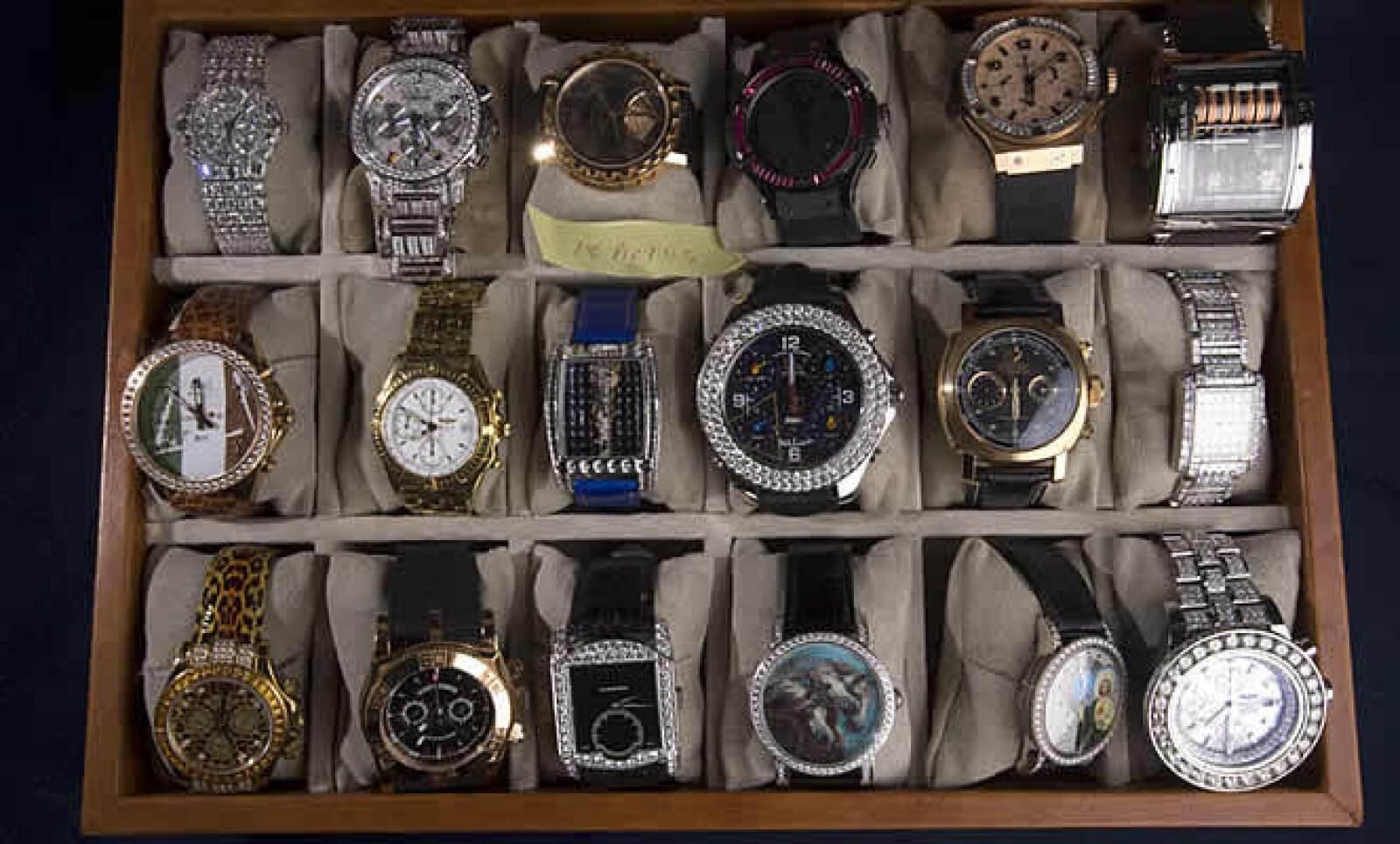 En la bóveda de un banco Expansión observó otros objetos incautados, desde relojes de más de 20,000 dólares, como los Patek Philippe y Hublot, hasta exquisitos cristales austriacos.