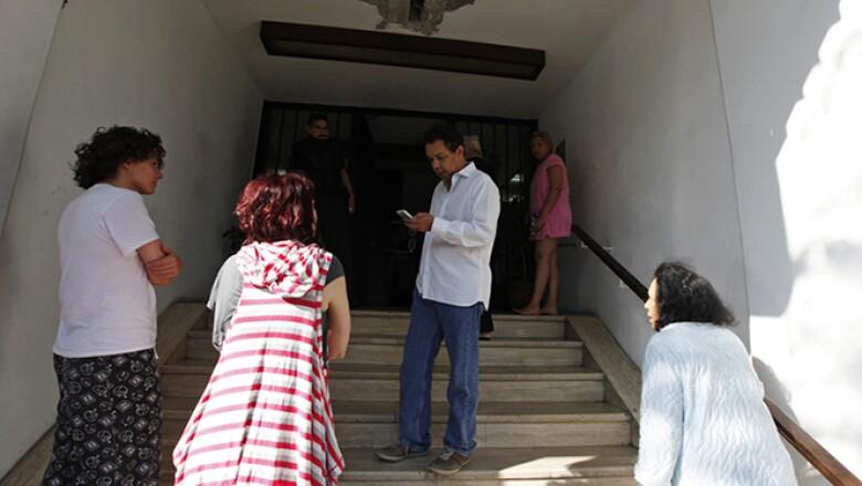 Los habitantes de la Ciudad de México indicaron que el movimiento tiró estantes dentro de sus hogares.