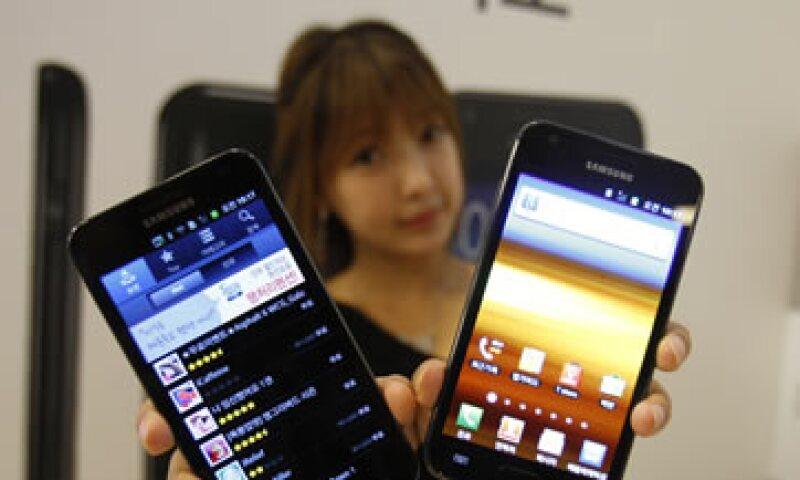 A finales de 2011, Android tenía 68.4% del mercado de sistema operativos de smartphones por el número de móviles inteligentes vendidos. (Foto: AP)