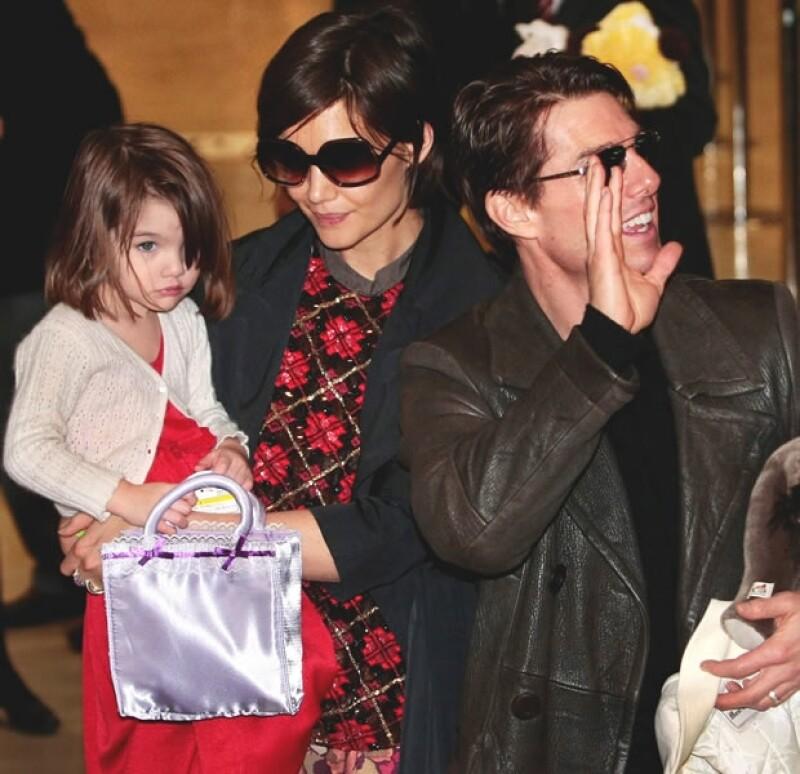 Un portal en internet afirma que Katie Holmes pedirá a Tom Cruise custodia absoluta de su pequeña de seis años.