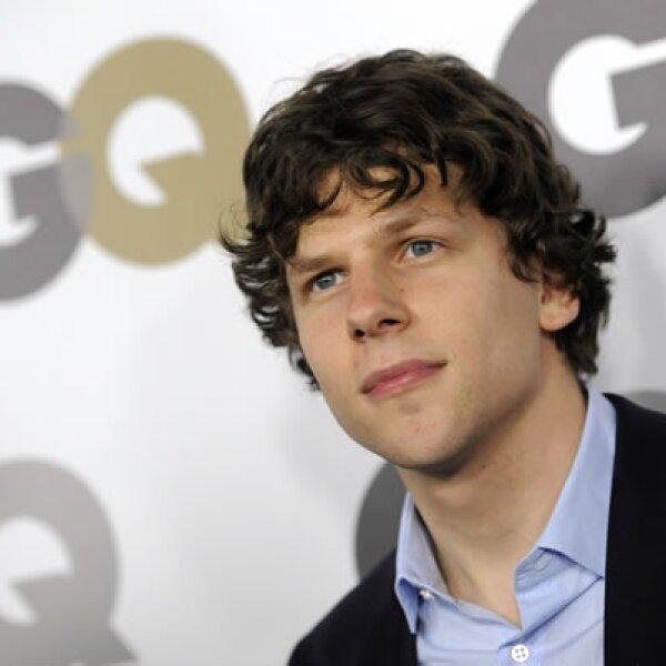 La exitosa película `La red social´ es protagonizada por Jesse Eisenberg, quien hizo un excelente papel interpretando a Mark Zuckerberg, fundador de Facebook.