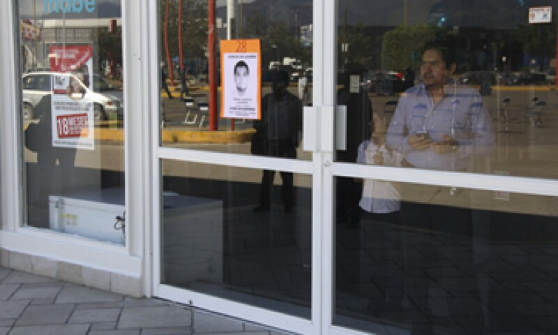 Profesores de la Sección 22 tomaron centros comerciales impidiendo sus actividades. (Foto: Cuartoscuro )