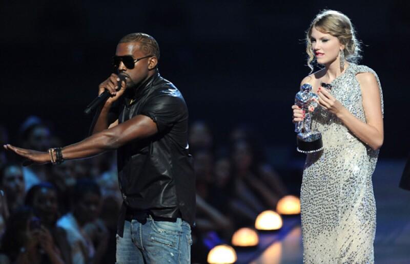 En los MTV Video Awards, Kanye interrumpió el discruso de aceptación de Taylor.