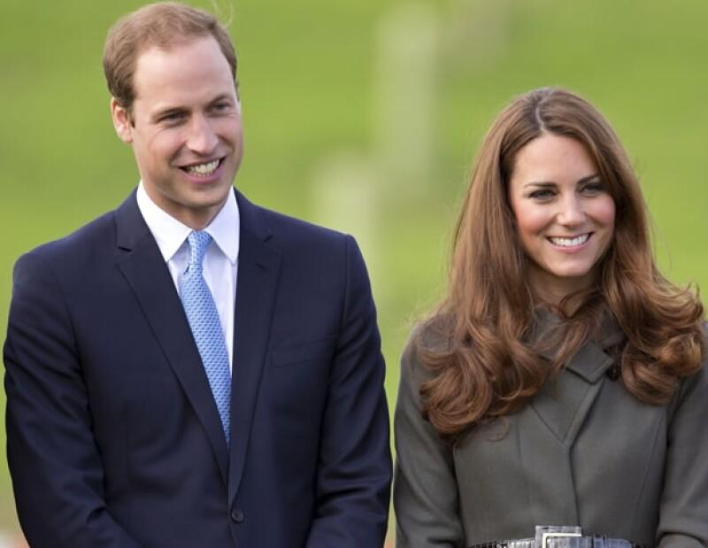 Esta fue la ocasión en que los príncipes visitaron el entrenamiento del equipo de futbol de Inglaterra y William vestía de Spencer Hart.