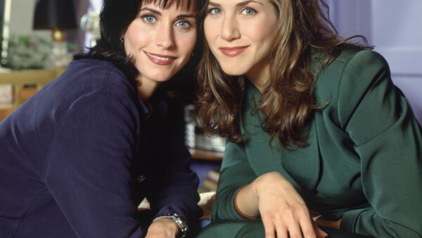 Courteney Cox y Jennifer Aniston durante la primera temporada de Friends en 1994.