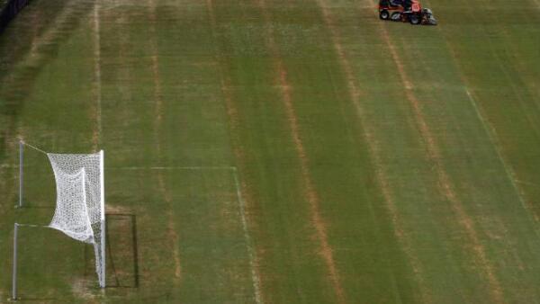 Pasto de la cancha del estadio Arena Amazon�as, en Manaos, Brasil