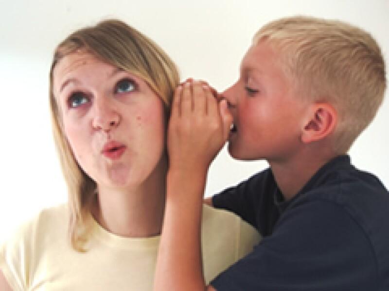 Quién pone más atención al lenguaje corporal y al tono de voz, será mejor para detectar las mentiras que aquél que sólo escucha las palabras. (Foto: SXC)