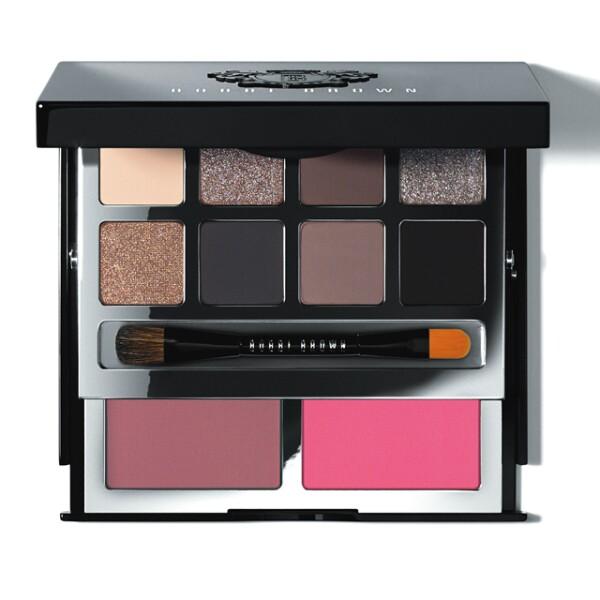 La Deluxe Eye Cheek Palette de Bobbi Brown es esencial para una fanática de belleza. Con dos colores de blush, y ocho sombras de ojos, ofrece una gama increíble para un look total. CC Oasis Coyoacán. Precio en punto de venta.