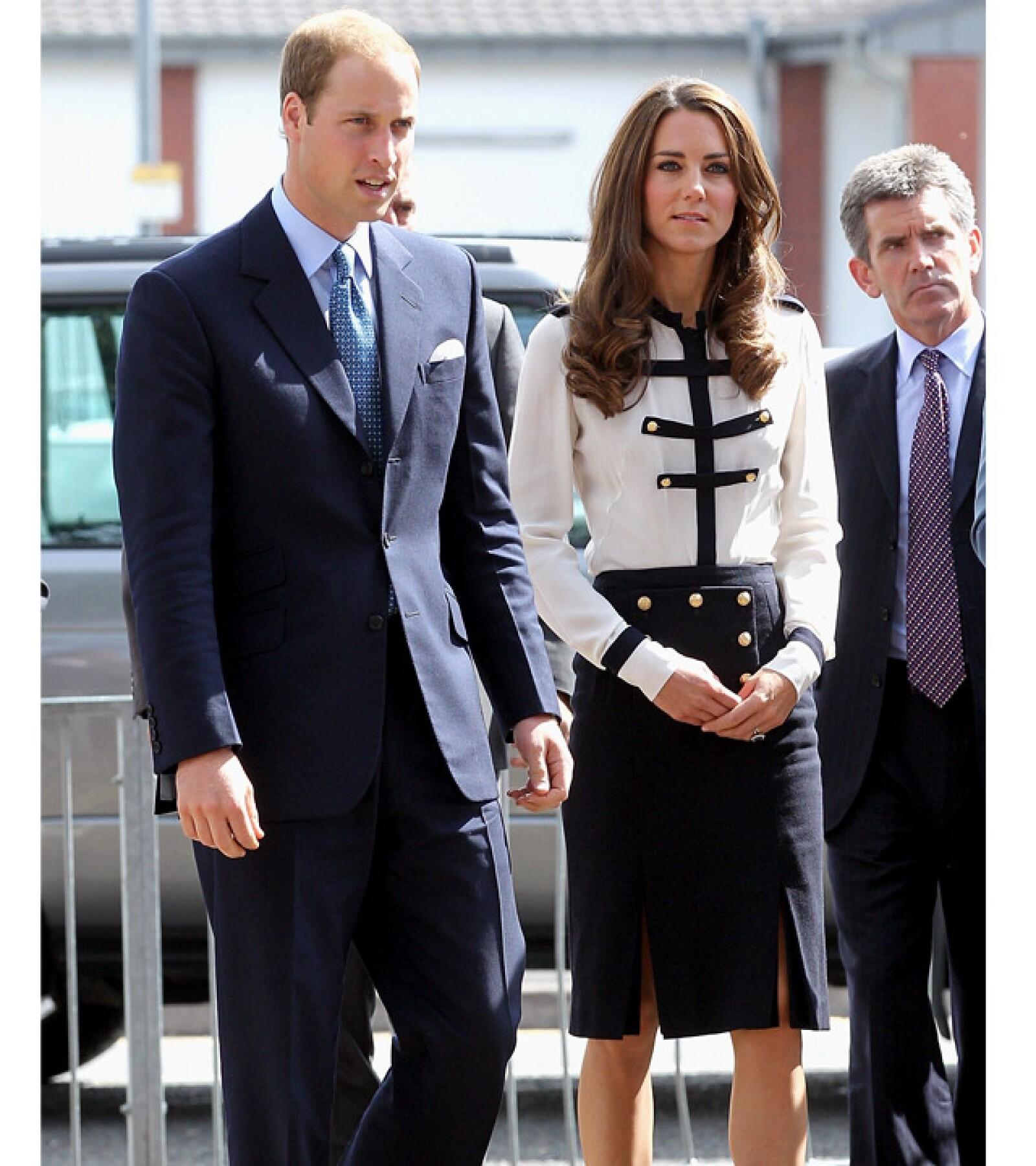 Kate lució un atuendo de inspiración marítima en un acto oficial junto al príncipe Guillermo.