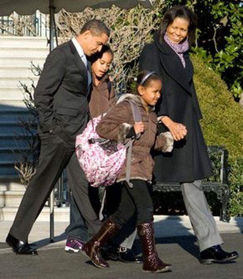 Según el presidente de EU, Barack Obama, sus hijas `parece que se están divirtiendo´ con su nueva vida y no se han dejado impresionar.