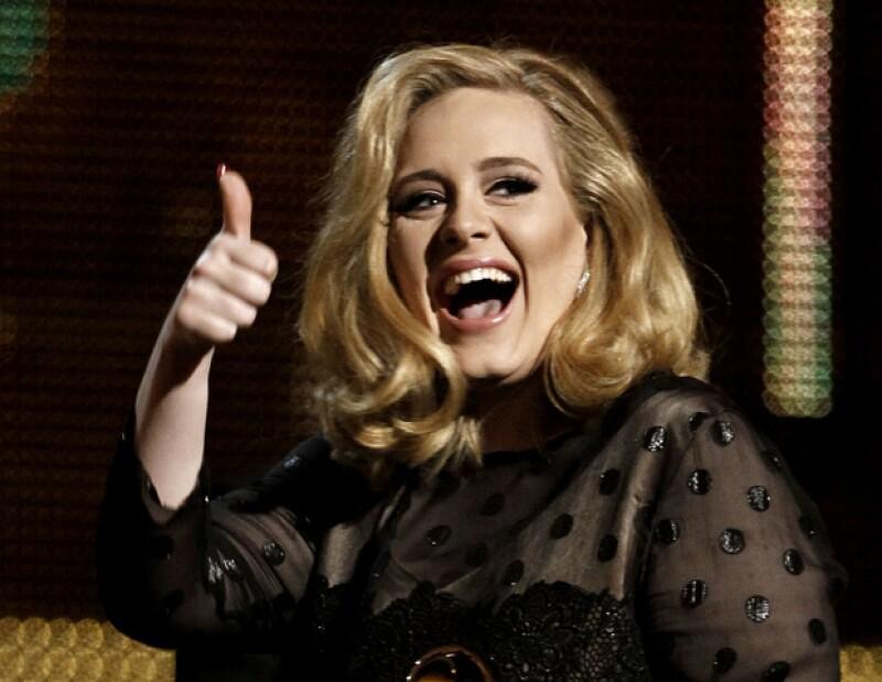 La cantante británica confesó en un programa de televisión que utiliza constantemente fajas reductivas y que no tiene ritmo a la hora de bailar.