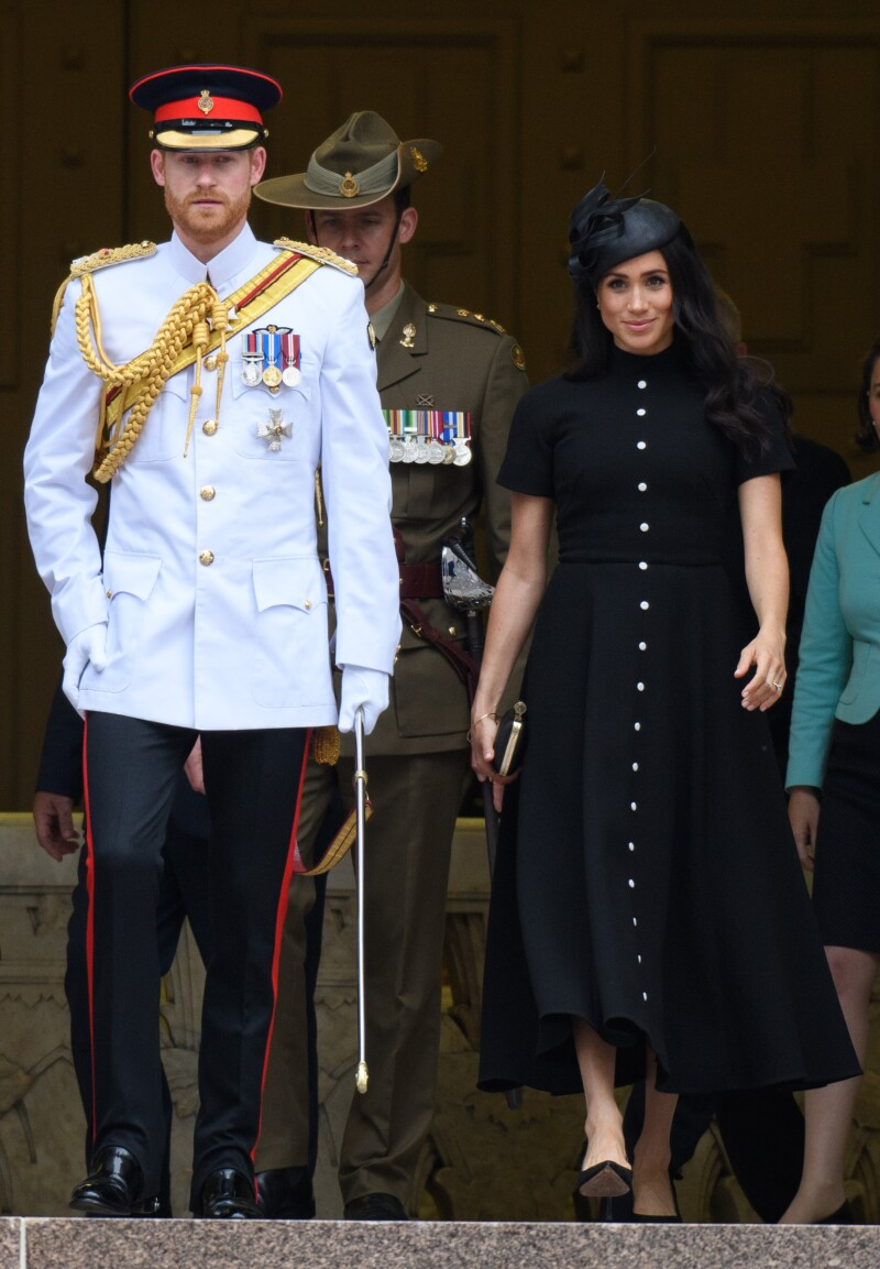 Harry se viste con un traje militar de gala por esta razón