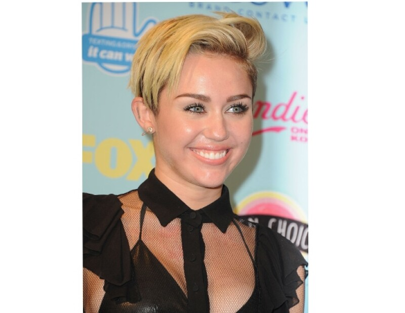 """La cantante de 20 años comentó en la revista Rolling Stone que le gusta la marihuana pues según ella es una droga """"social y feliz"""" al contrario de otras que son """"oscuras y desagradables""""."""