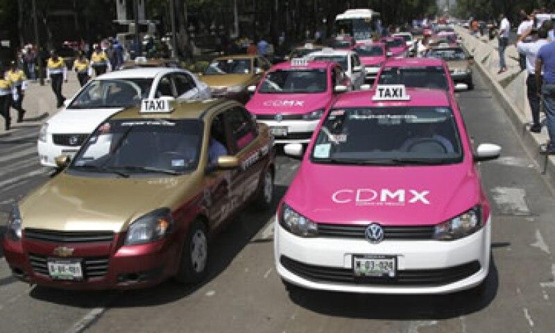 Los taxis de 2004 y años anteriores podrían ser multados si continúan circulando y ofreciendo sus servicios. (Foto: Cuartoscuro)