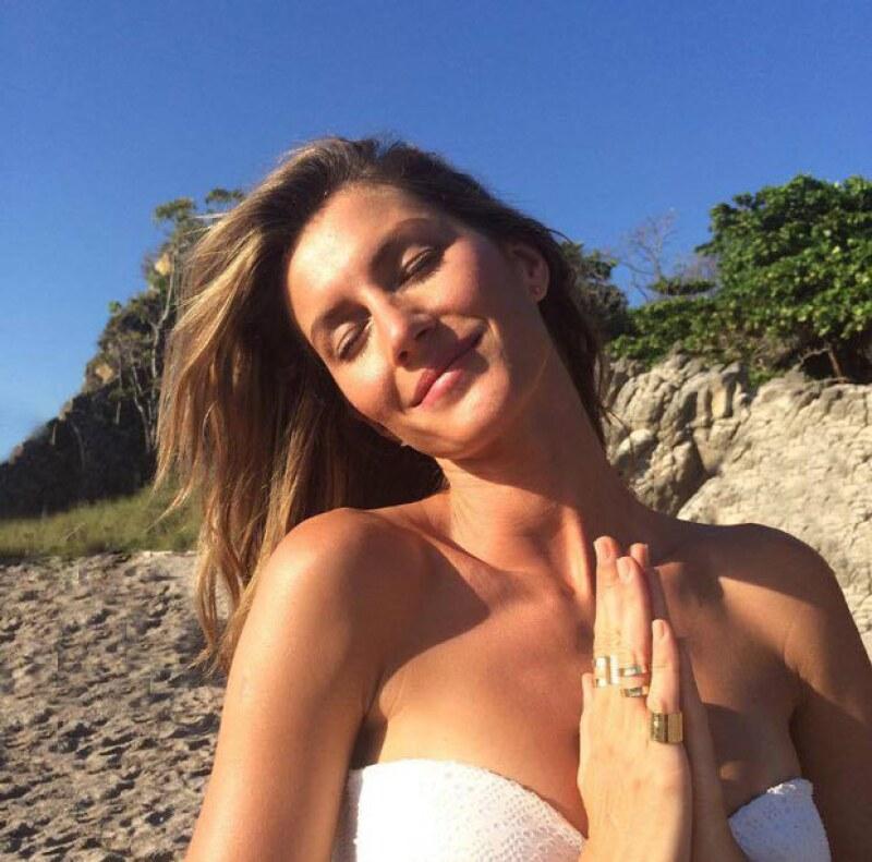 Con esta imagen, la modelo brasileña agradeció a sus seguidores, amigos, y familia sus felicitaciones.