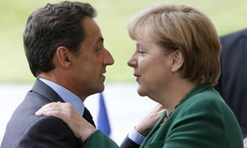 Sarkozy y Merkel se reunirán con el primer ministro griego, George Papandreou, en la mañana del jueves. (Foto: AP)