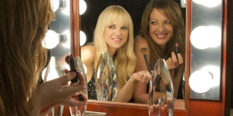 """La primera entrega de premios del año se llevará a cabo este miércoles, y las protagonistas de la serie """"Mom"""" serán las divertidas conductoras de la velada que se llevará a cabo en Los Ángeles."""