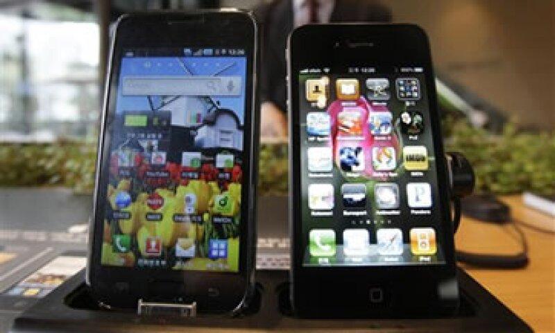 Apple y Samsung buscan competir en el rubro con BlackBerry. (Foto: AP)