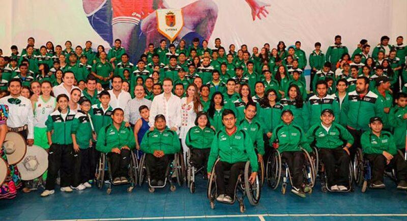 Mi esposa y yo le deseamos mucho éxito a deportistas que representarán a #Chiapas en la justa Olímpica de #NuevoLeón, tuiteó Velasco junto a la fotografía.