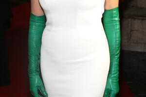 Sharon Stone usó unos guantes verdes de piel para la cena gala en Florencia.