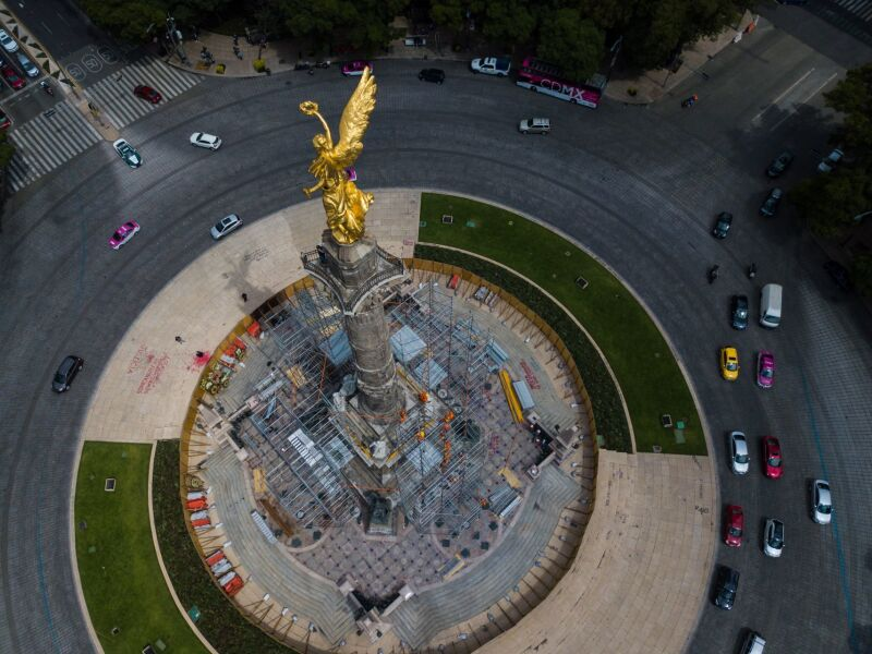 CIUDAD DE MÉXICO, 14SEPTIEMBRE2019.- Trabajadores de la Secretaría de Obras y Servicios del Gobierno de la Ciudad de México colocan un andamio alrededor de la Columna de la Independencia, con lo que inició el proceso de restauración de su estructura tras los daños sufridos por los sismos de septiembre de 2017.  FOTO: ISAAC ESQUIVEL /CUARTOSCURO.DOM