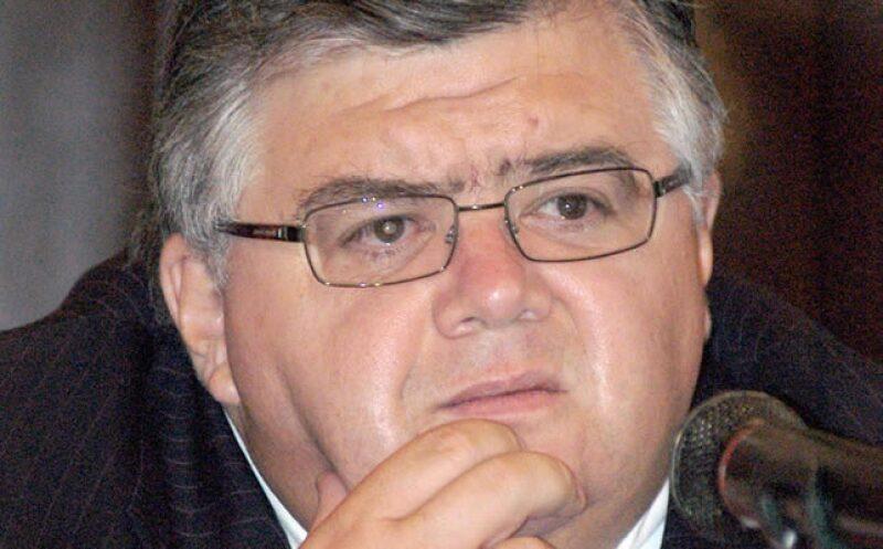 El secretario de Hacienda Agustín Carstens  informó que la inversión caerá 30%, además, el gasto para el próximo año será menor al de 2009, ante la caída de los ingresos públicos.