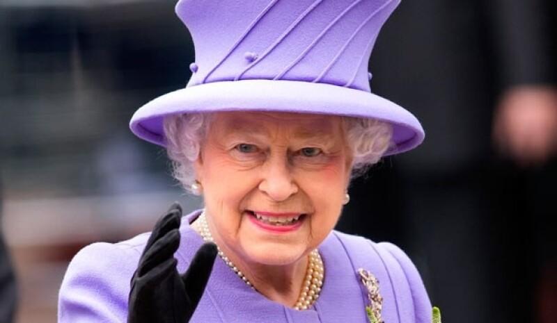 La reina Isabel II salió inesperadamente de un encuentro de cricket al que asistió suscitando rumores sobre el posible parto de Kate Middleton.