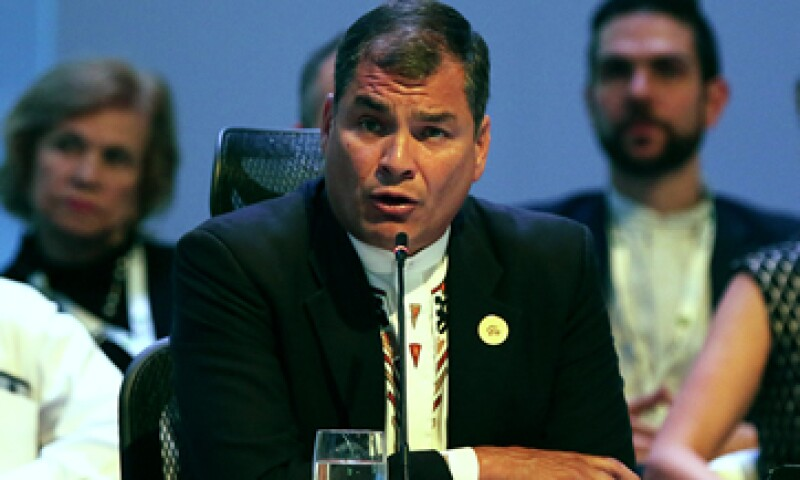 Correa dijo que se han hecho movimientos diplomáticos para lograr la reunión de la OPEP. (Foto: AFP )