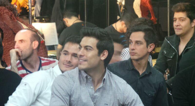 Carlos Rivera durante la presentación oficial del elenco en México.