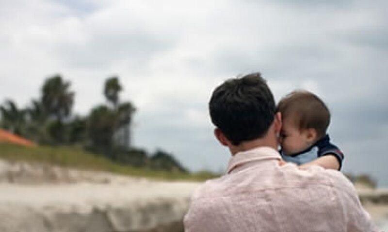 El número de papás en EU que cuidan a sus hijos alcanzó casi dos millones en 2010. (Foto: Archivo)