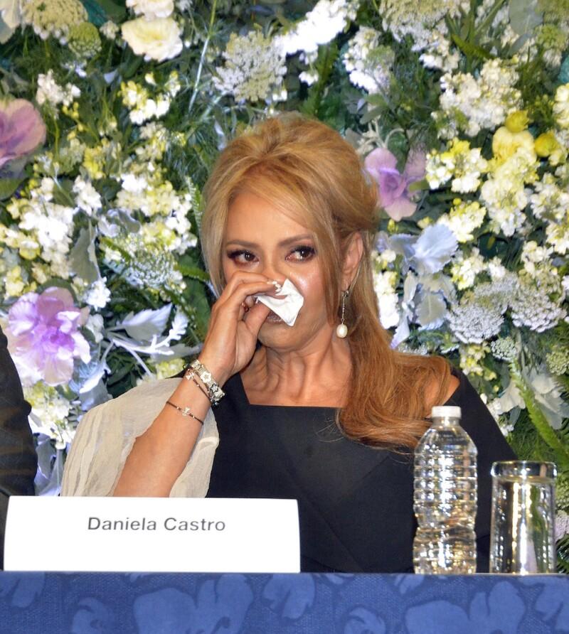 Daniela Castro en conferencia de prensa.