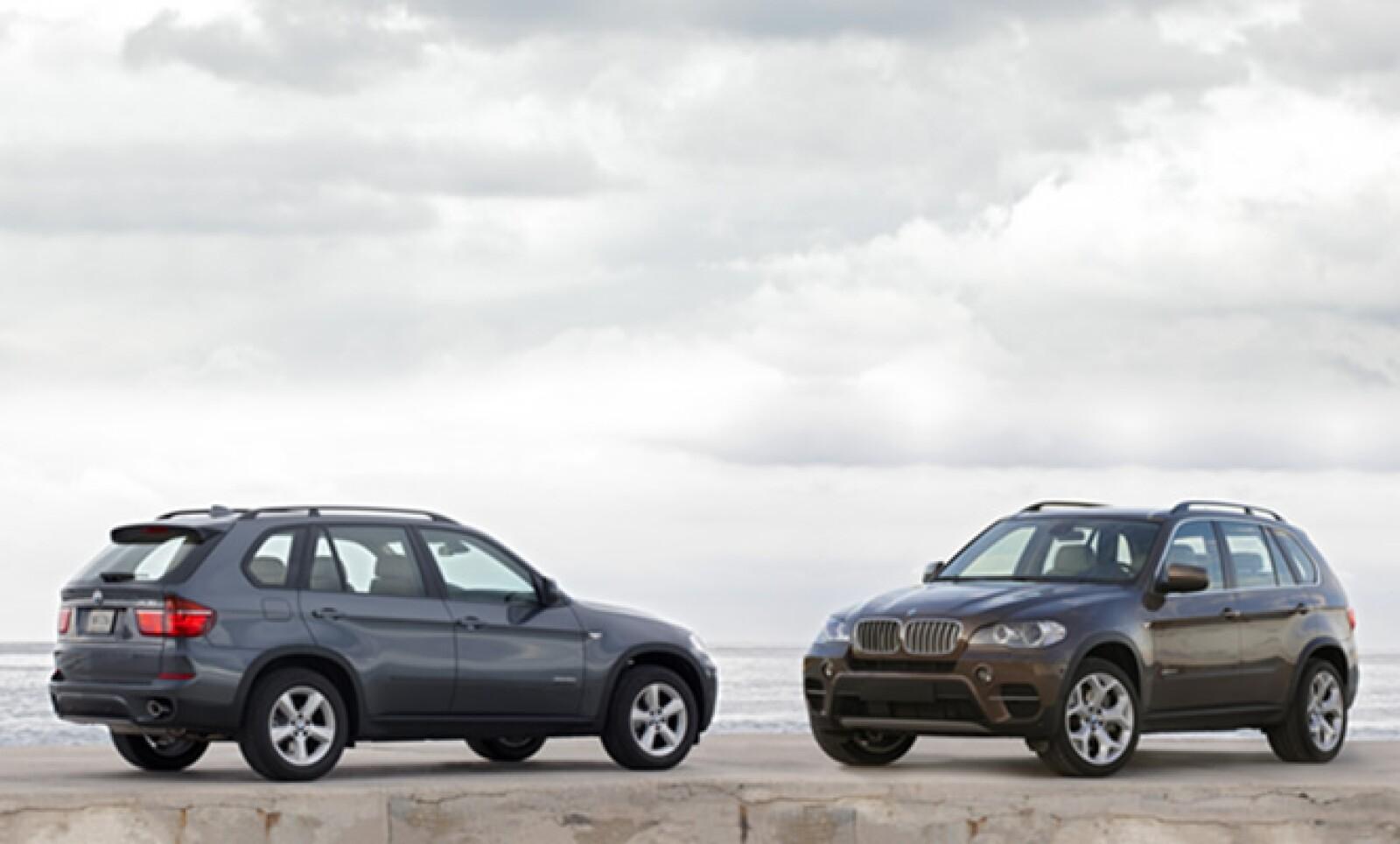 La firma alemana BMW anunció la disponibilidad en México de su nuevo modelo X5, en dos versiones: BMW X5 xDrive35i y BMW X5 xDrive50i.