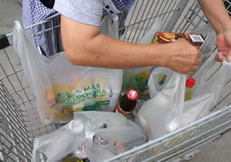 En el país se consumen 88.6 millones de bolsas diarias, de las cuales 15.4 millones corresponden al DF. (Foto: Notimex)