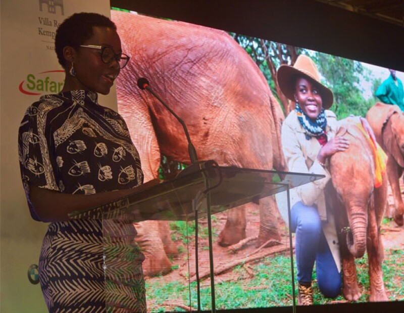 La actriz visita el país africano por primera vez después de ganar el Oscar con la misión de salvar elefantes.