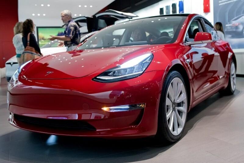 Tesla Model 3 (a)