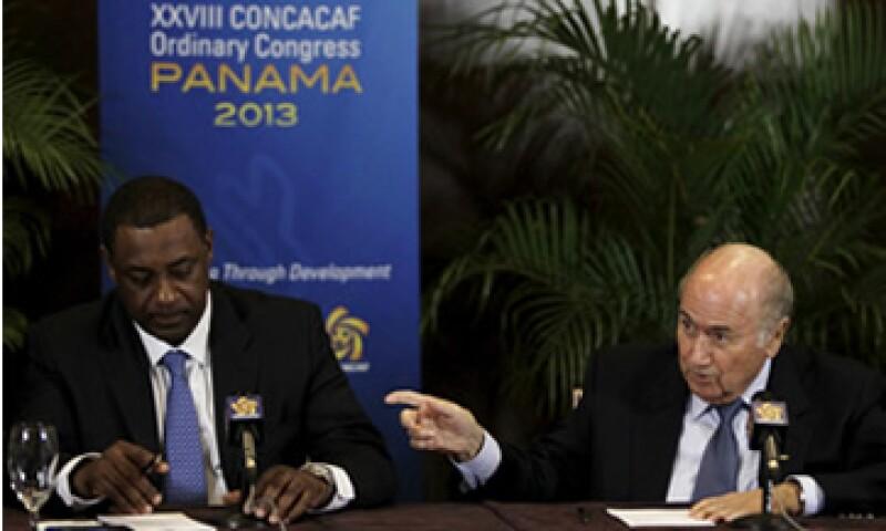 Jeffrey Web (izq.), vicepresidente de la FIFA, fue también arrestado. (Foto: Reuters)