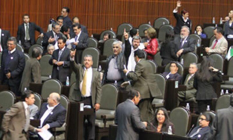 Diputados previeron que será al filo del mediodía cuando la Comisión de Presupuesto y Cuenta Pública reanude los trabajos para la elaboración del dictamen del Presupuesto de Egresos de la Federación 2012. (Foto: Notimex)