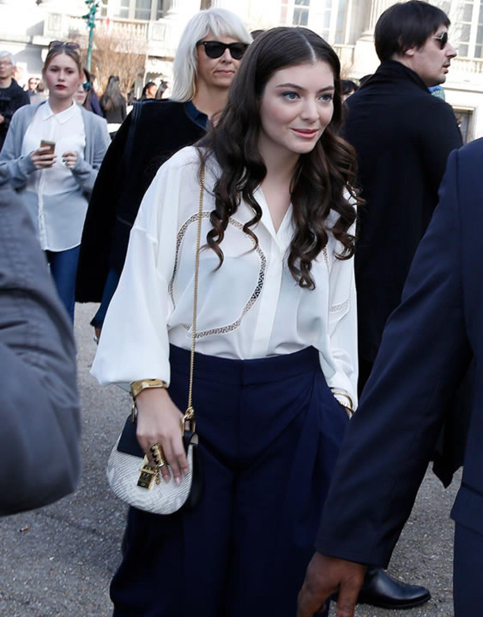 Lorde eligió una con combinación de pieles en pitón y piel.