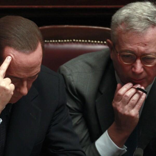 El primer ministro italiano, Silvio Berlusconi, renunció el sábado 12 de noviembre después de no haber obtenido los votos necesarios para la aprobación de su estructura financiera.