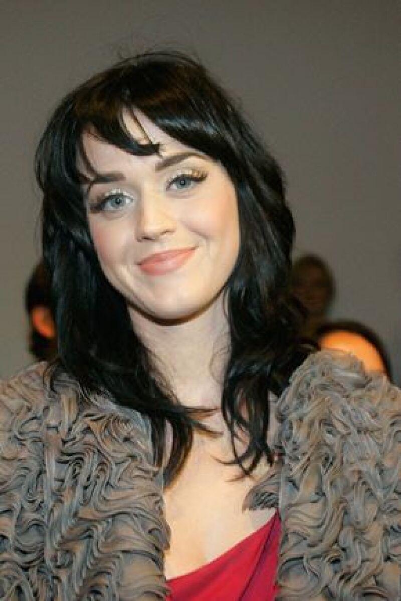 Famosos como Katy Perry y Belanova donaron su vestuario y otros artículos para luchar contra el VIH.