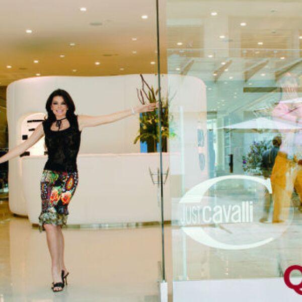 MAriana Tort en su tienda de Cavalli en Antara, Polanco