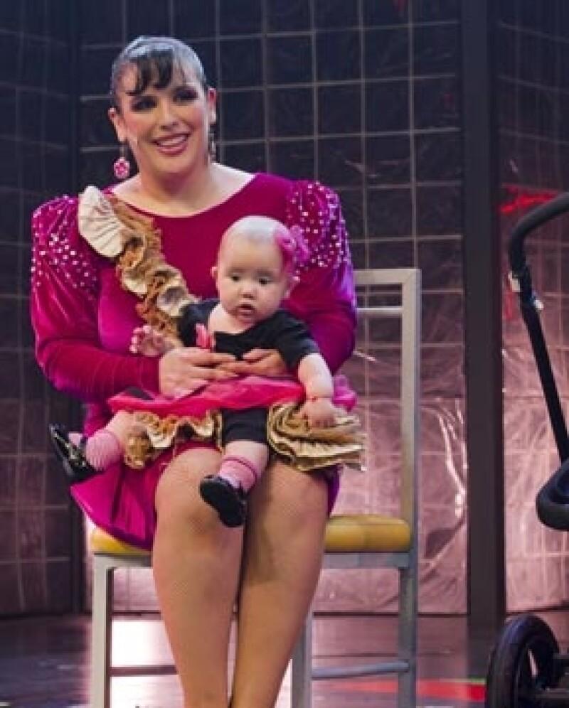 La actriz y comediante platicó en el programa de radio de Javier Poza sobre el bautizo de su hija Angélica, el cual será el 20 de abril y tendrá como padrino a Jaime Camil.