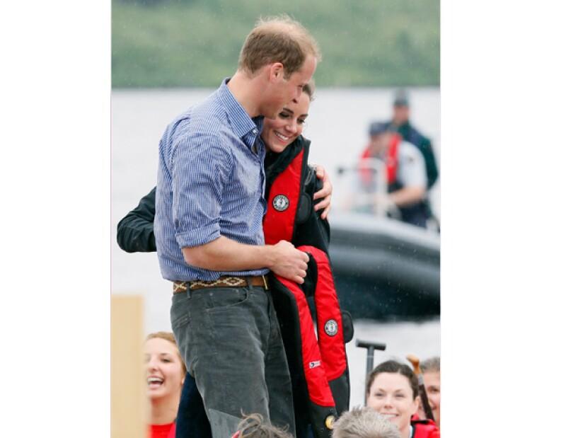 Después de siete semanas de no verse, William regresó a Londres tras haber estado en las Islas Malvinas por cuestión de trabajo.