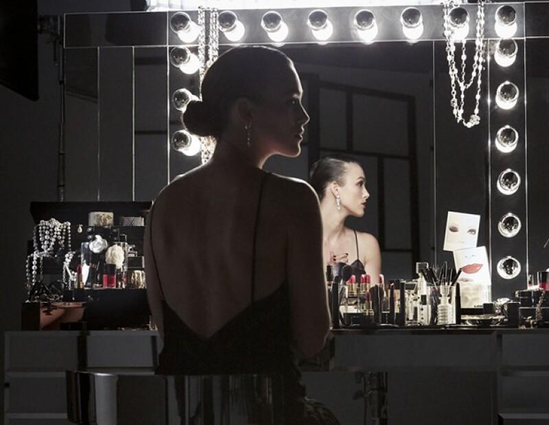 Keira Knightley se convierte en una vampiresa moderna en el segundo capítulo de la serie.