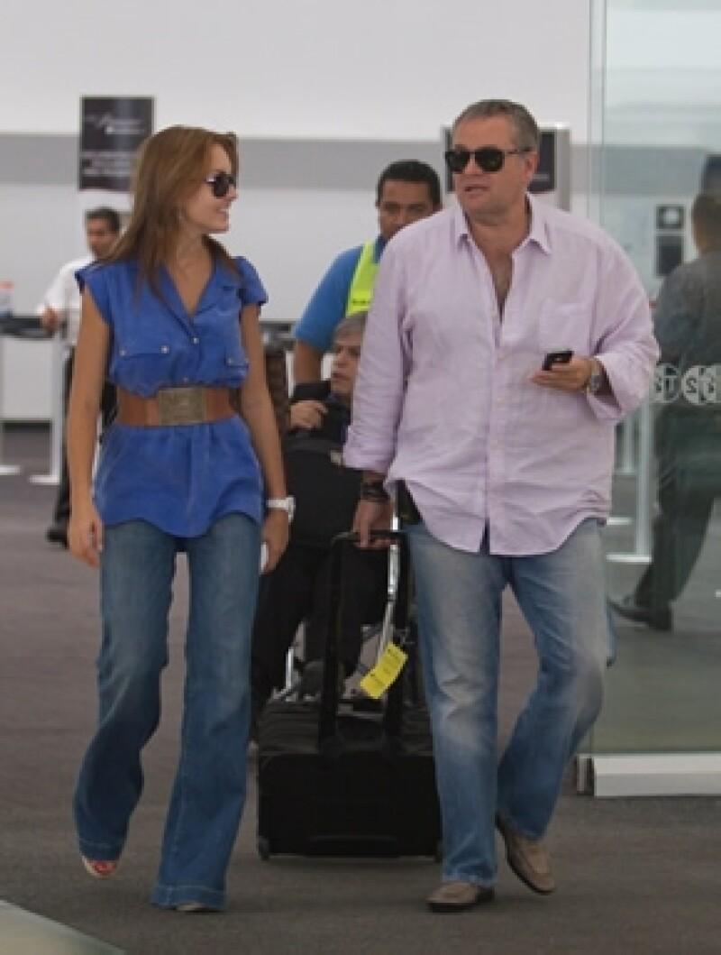 Angelique y el `Güero´ Castro en el Aeropuerto de la Ciudad de México.