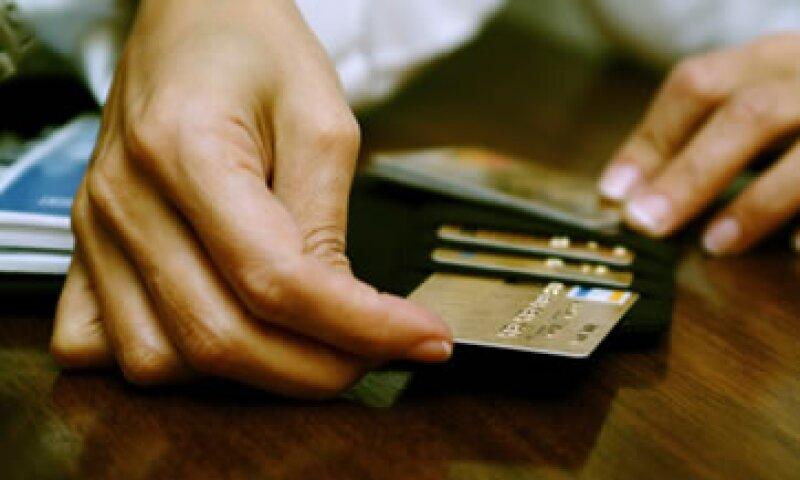 Los tarjetahabientes en México alcanzan los 24 millones 788,000, según Banxico. (Foto: Thinkstock)